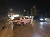 METRO İSTASYONU - Trafik Kazasında 5 Kişi Yaralandı 1 Mahallenin Elektriği Kesildi