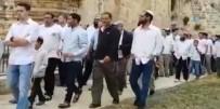 İSRAIL BAYRAĞı - Yahudi Yerleşimciler Mescid-İ Aksa'ya Baskın Düzenledi
