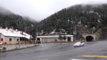 KAR KALINLIĞI - Zigana Dağı'nda Kar Yağışı