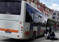 BELEDIYE OTOBÜSÜ - Yaya Geçidini Kullanan Yaşlı Kadına Otobüs Çarptı
