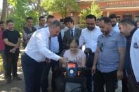 SELÇUK ÖZDAĞ - AK Parti'li Özdağ Engelli Vatandaşların Yüzünü Güldürdü