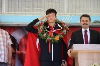 EYÜP EROĞLU - Dünya Şampiyonu Ateşli Memleketinde Coşkuyla Karşılandı
