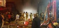 FABRIKA - Gaziosmanpaşa'da Korkutan Fabrika Yangını