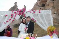 NİKAH TÖRENİ - Genç Çiftler Nikah Kıydırmak İçin Arzu Ve Kamber Kayalığını Seçiyor