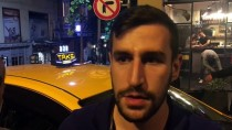 VATANDAŞLıK - Taksici Unutulan İçi Para Dolu Çantanın Sahibini 4 Saat Arayıp Buldu