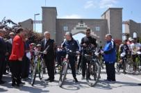 Vali Ve Belediye Başkanı 15 Kilometre Bisiklet Sürdü