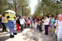 ZİHİNSEL ENGELLİLER - Ayvalık'ta Engelliler Piknikte Eğlendi