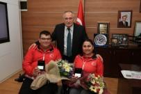CUMHURİYET ALTINI - Başkan Yılmaz, Milli Sporcuları Altınla Ödüllendirdi