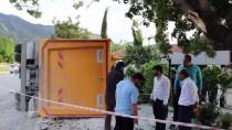 GÖKPıNAR - Freni Boşalan Kamyon 3 Araca Çarptı Açıklaması 1 Yaralı