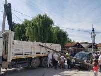 ELEKTRİK DİREĞİ - Kazada Telefon Telleri Koptu Direkler Devrildi