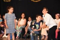 GAZİ İLKÖĞRETİM OKULU - Miniklerin Tiyatro Gösterisi Büyük Beğeni Aldı