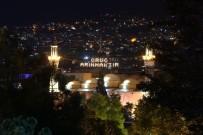 SULTANAHMET CAMII - Bursa'da Tarihi Ulucami'ye Mahyalar Böyle Asıldı