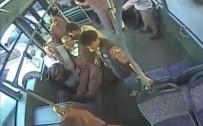 ACIL SERVIS - Otobüste Böyle Kalp Krizi Geçirdi, Şoför Direksiyonu Hastaneye Sürdü