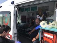 SAĞLIK EKİBİ - Sakarya'da İşçi Servisi Tarlaya Uçtu Açıklaması 7 Yaralı