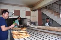 FIRINCILAR - 250-300 Derecelik Fırın Önünde Zorlu Ekmek Mesaisi