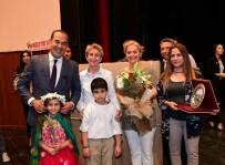 ÇEVRE VE ŞEHİRCİLİK BAKANLIĞI - Çevreye Duyarlı Gençler Ödüllerini Başkan Sözlü'den Aldılar