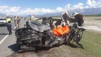 Erzincan'da Trafik Kazası Açıklaması 3 Ölü, 15 Yaralı