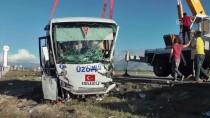 ALI ARSLANTAŞ - GÜNCELLEME - Halk Otobüsü İle Hafif Ticari Araç Çarpıştı Açıklaması 3 Ölü, 15 Yaralı