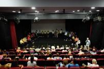 ENGELLİ ÖĞRENCİLER - Kuşadası Belediyesi'nden Engelsiz Tiyatro