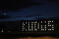 KREDI VE YURTLAR KURUMU - Öğrenciler, Yurt Binalarının Işıklarıyla 'Kudüs' Yazdı