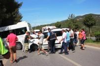 ÖĞRENCİ SERVİSİ - Okul Servisi Kaza Yaptı Açıklaması 1 Yaralı