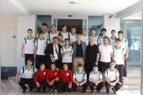 HAZIRLIK MAÇI - Sakaryaspor U15 Futbol Takımından Başkan Duymuş'a Ziyaret