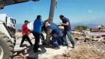 ABDURRAHMAN DEMIREL - Şehitler Tepesi Bayraklarla Donatıldı