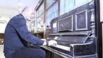 FEVZI ÇAKMAK - 350 Yıllık Piyano Ziyaretçilerini Cezbediyor