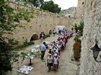 NAMIK KEMAL - Çeşmeli Öğrenciler, Müzeler Günü'nde Çeşme Kalesi'ni Gezdi