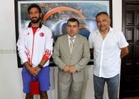 İŞİTME ENGELLİLER - İşitme Engelliler Tenis Türkiye Şampiyonu, Kaymakam'ı Ziyaret Etti