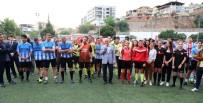 ALPER ULUSOY - Kadın Hakemler Hem Maç Yönetti Hem Futbol Oynadı