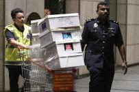 KARA PARA - Malezya'da Şok Baskınlar Açıklaması Eski Malezya Başbakanının Evlerinde Para Ve Mücevher Dolu Lüks El Çantaları Bulundu