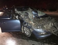 GÜVENLİK GÜÇLERİ - Milas'ta Bir Otomobil, Kamyona Arkadan Çarptı; 1 Yaralı