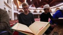 HALI DESENİ - Mukabele Geleneğini Gençler Sürdürüyor