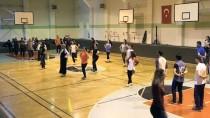 CUMHURIYET BAYRAMı - Öğretmenlerden Oluşan 65 Kişilik Halk Oyunları Ekibi