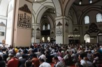 Ramazan'ın İlk Cuma Namazında Camiler Doldu Taştı