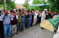 CENAZE NAMAZI - Sahur Vakti Kayınbiraderi Tarafından Boğazı Kesilerek Öldürülen Pınar Çelik Toprağa Verildi