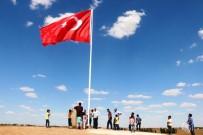 YıLDıZLı - Suriye Sınırına 7'Nci Dev Türk Bayrağı Dikildi