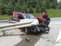 ESKIHISAR - Virajı Alamayan Otomobil Bariyerler Çarptı Açıklaması 1 Yaralı