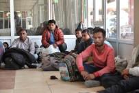 ADANA EMNİYET MÜDÜRLÜĞÜ - Yakalanan Göçmenler Gözyaşlarına Boğuldu