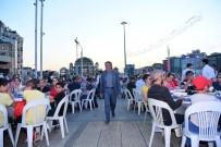 TAKSIM MEYDANı - Binlerce Kişi Taksim Meydanı'nda Kurulan İftar Sofralarında Buluştu