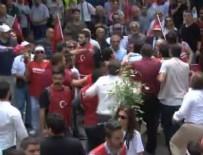 CHP - CHP'nin 19 Mayıs yürüyüşünde partililer birbirine girdi