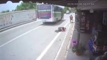 ŞEHİR İÇİ - Kocaeli'de Trafik Kazası Güvenlik Kamerasında