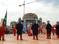 İSTANBUL EMNİYET MÜDÜRLÜĞÜ - Polis Mehteran Birliği, Taksim'de Vatandaşları Coşturdu