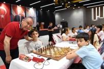 KONYAALTI BELEDİYESİ - Satranç Turnuvasında İlk Hamle Başkan Böcek'ten