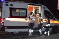 TİCARİ ARAÇ - Ticari Araç Otomobile Çarptı Açıklaması 5 Yaralı
