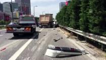 HAFRİYAT KAMYONU - Ümraniye'de Trafik Kazası Açıklaması 2 Yaralı