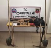 Alaca'da Kaçak Kazı Yapan 3 Zanlı Yakalandı