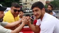 BİLEK GÜREŞİ - Avrupa Şampiyonunun Bileğini Babası Büktü