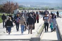 BEYŞEHIR GÖLÜ - Beyşehir'de Havaların Isınmasıyla Vatandaşlar Parklara Akın Etti